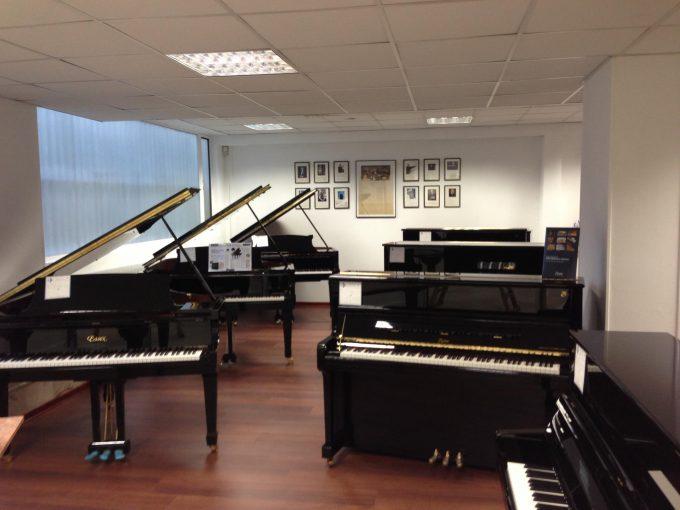Showroom Piano