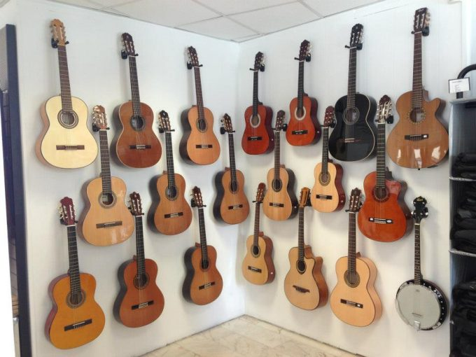 Delmas Musique 942085_627185547309665_582907305_n-680x510 Magasin d'instruments de musique