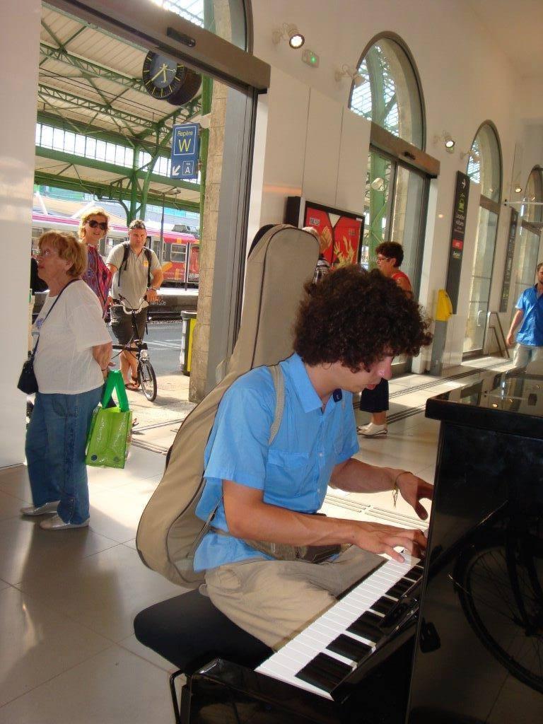 Delmas Musique 1270730_871866039508280_4526056285832894138_o Un piano Delmas dans la Gare de Perpignan
