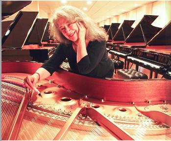 Delmas Musique Martha-argerich Des Steinway & Sons B-211 sélectionnés par  Martha Argerich